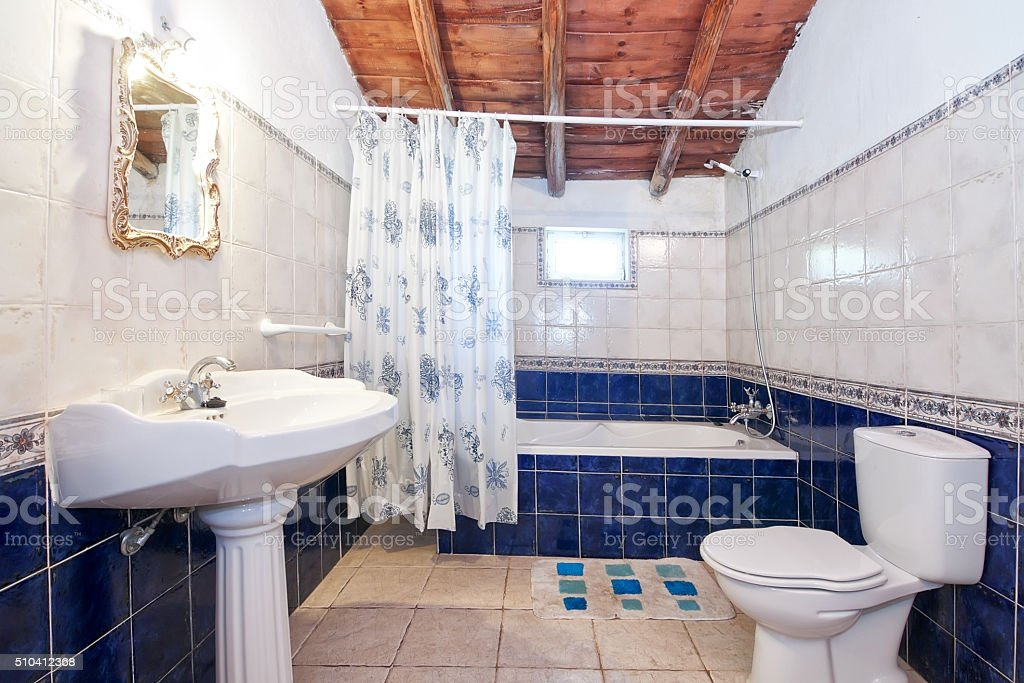 Jahrgang Retrobadezimmer Blauen Fliesen Stockfoto und mehr ...