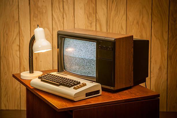 Vintage Retro frühen 80er Jahre alten Technologie computer – Foto