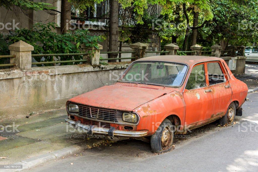 Vintage coche rumana - Foto de stock de Abandonado libre de derechos