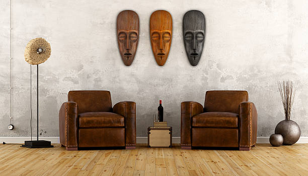 vintage room im ethno-stil - afrikanische masken stock-fotos und bilder