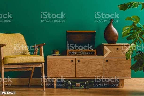 Vintage Room With Gramophone - Fotografias de stock e mais imagens de Amarelo