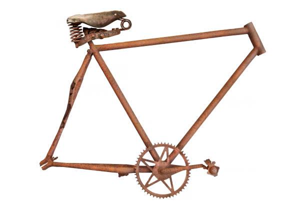 marco de bicicleta oxidada y desgastada vintage con silla de cuero aislada en blanco - bastidor de la bicicleta fotografías e imágenes de stock