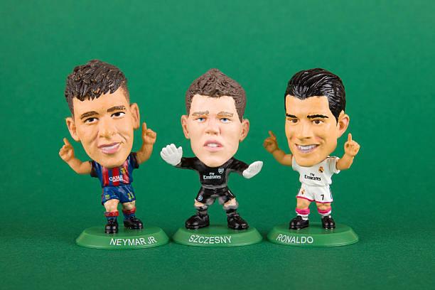 vintage soccerstarz brinquedo, miniatura xxxl jogador de futebol - neymar - fotografias e filmes do acervo