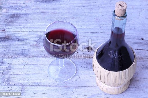 red wine, Chianti Region, Grape, wood, cutting board, Bottle, Alcohol, Basket, Container, Drink