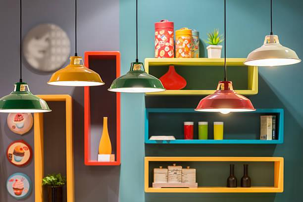 vintage style tin lantern lamps i - plank meubels stockfoto's en -beelden