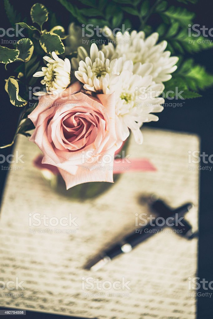 Vintage Styled Rose Bouquet With Love Letter And Fountain Pen Stock ...