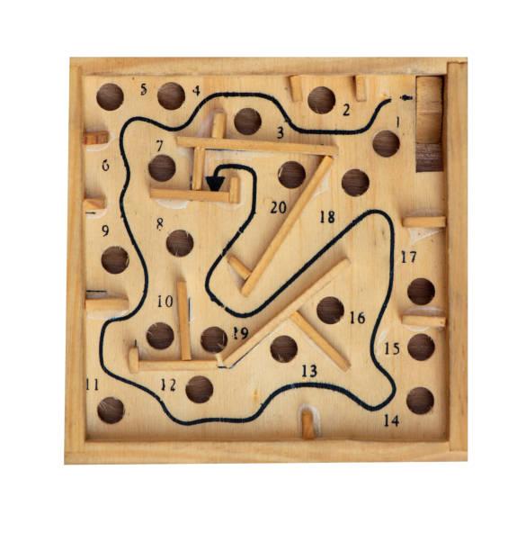 vintage tisch spiel labyrinth isoliert auf weißem hintergrund - pinball spielen stock-fotos und bilder