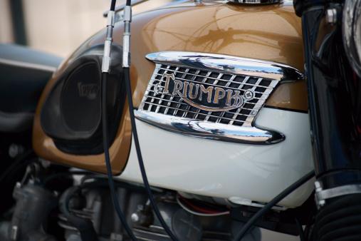 Triumph Moto Vintage - Fotografie stock e altre immagini di Ambientazione esterna