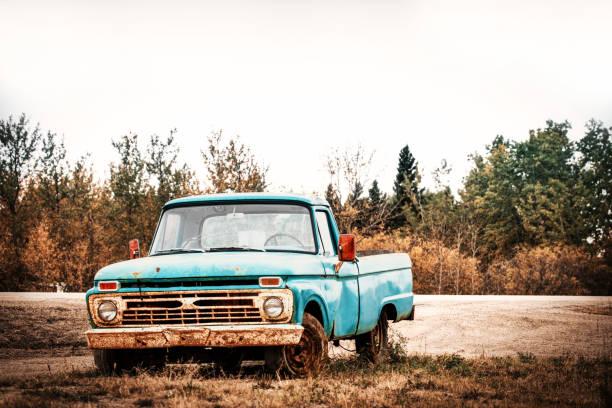 vintage-truck - alte wagen stock-fotos und bilder