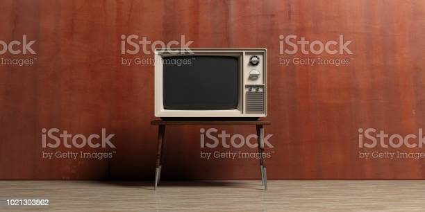 Vintage tv in an empty room 3d illustration picture id1021303862?b=1&k=6&m=1021303862&s=612x612&h=t2ipz5f1wod41wnd1swykd8jwysufpfjpvtz708apf8=