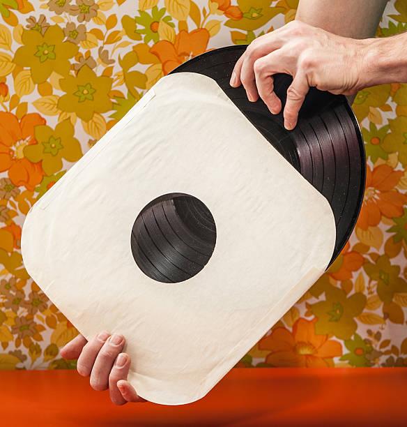 Vintage Vinyl-Datensatz entfernt werden von Papier-Nahaufnahme – Foto