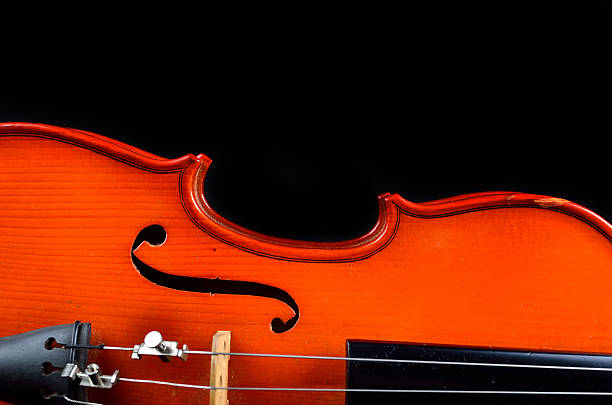vintage violin on black background - probeessen spiele stock-fotos und bilder