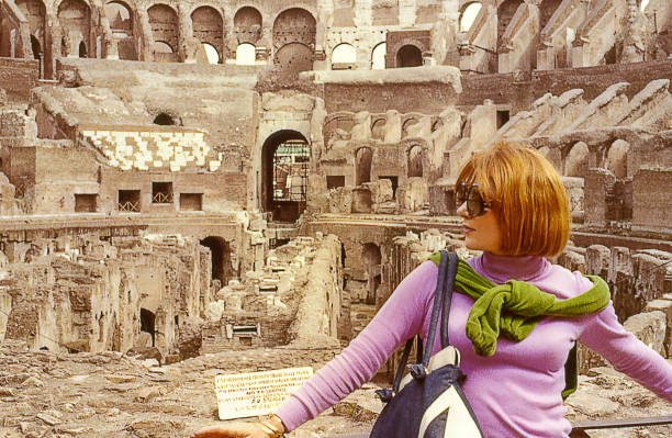 vintage visit at the coliseum in rome, italy - colosseo 1900 foto e immagini stock