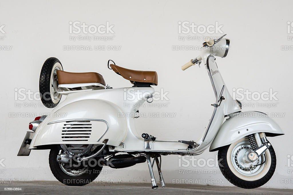 1964 Vespa vintage-Weiß – Foto