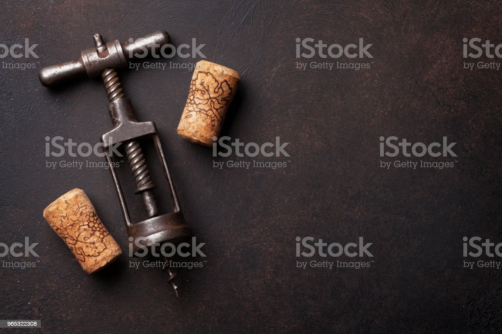 Vin et tire-bouchon Vintage - Photo de Alcool libre de droits