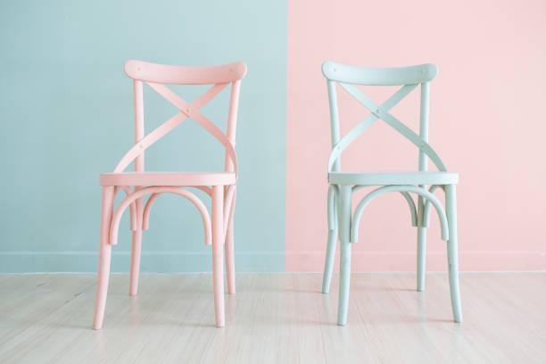 vintage holz stuhl zweifarbig lackiert - sessel retro stock-fotos und bilder