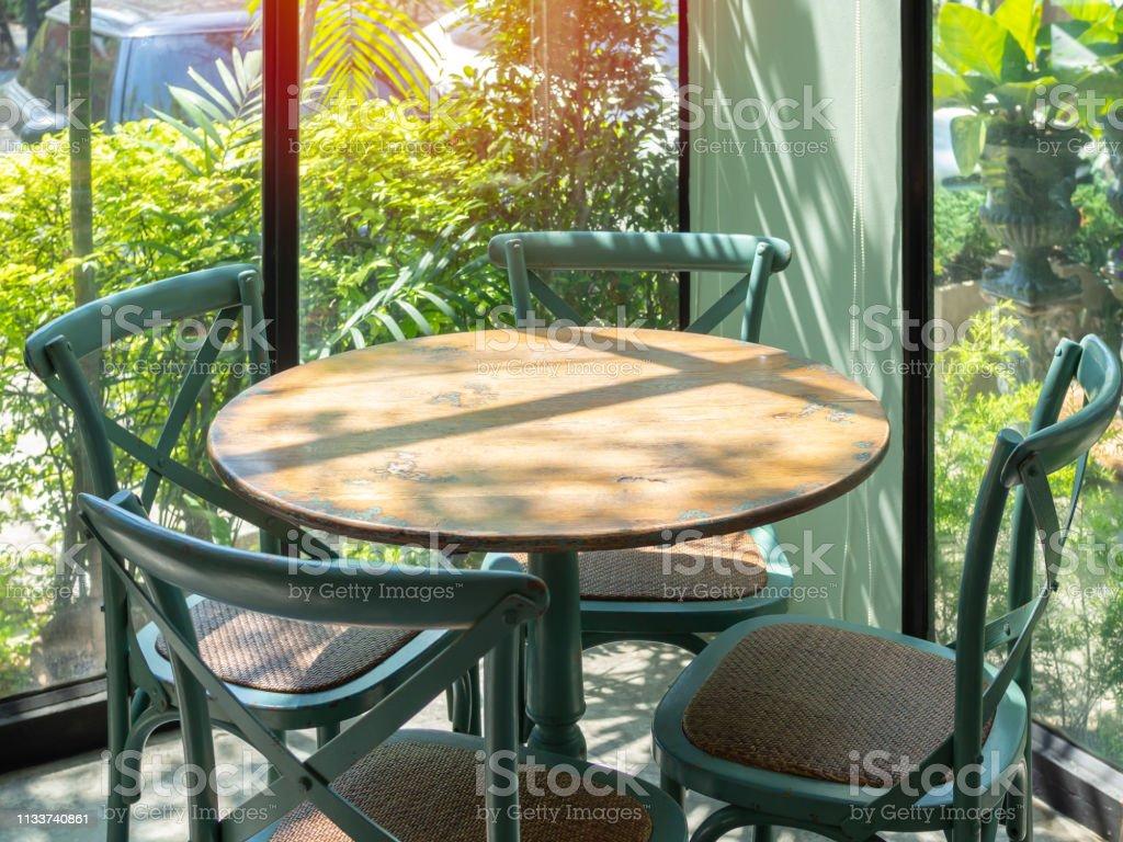 Photo libre de droit de Table En Bois Vintage Situé Dans Une ...