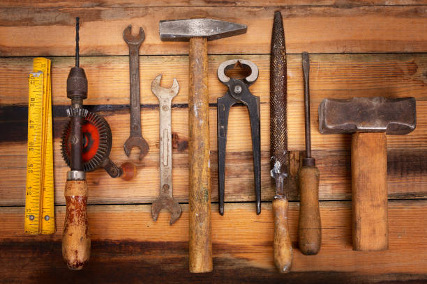 vintage work tools in a row - diy ordner stock-fotos und bilder