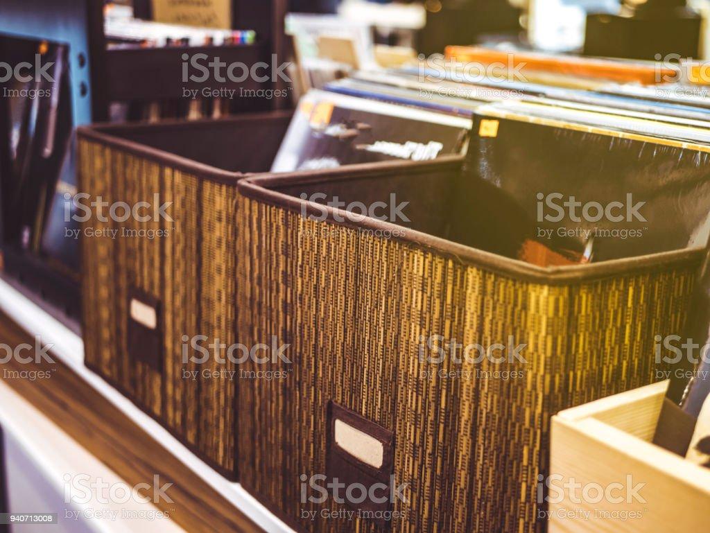 Photo Libre De Droit De Caisse Record De Vinyle Dans Le Magasin De Gros Plan Banque D Images Et Plus D Images Libres De Droit De Arts Culture Et Spectacles Istock