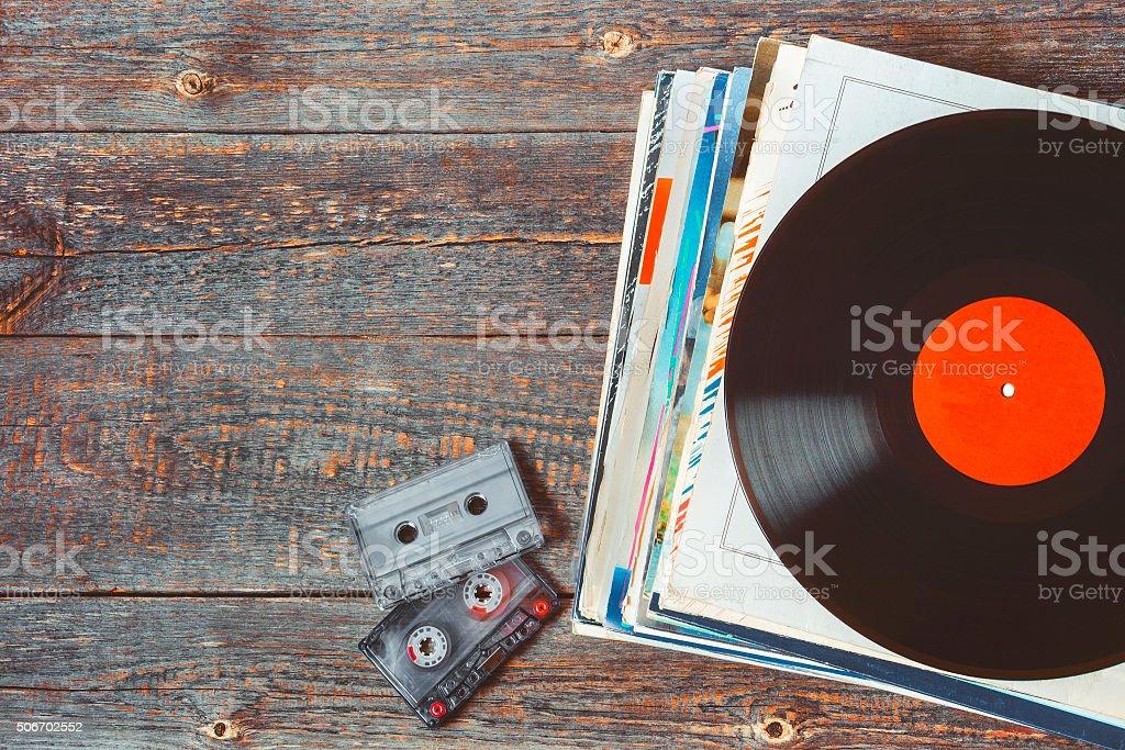 Vinyl-Schallplatten und Kassetten – Foto