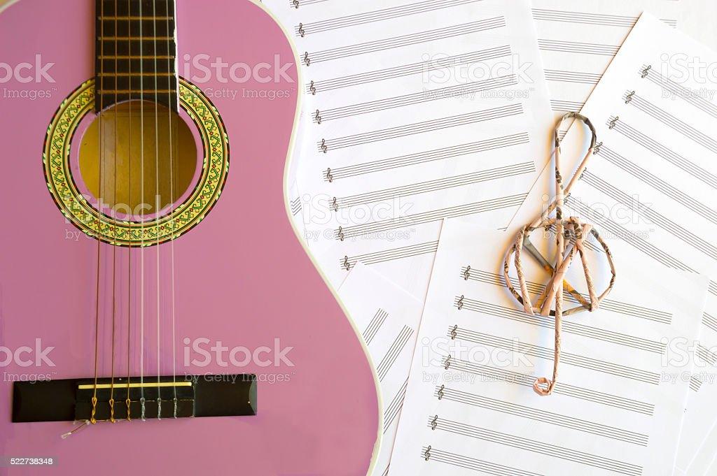 Fotografía De Violeta Guitarra Para Niños Con Clave De Sol Sobre