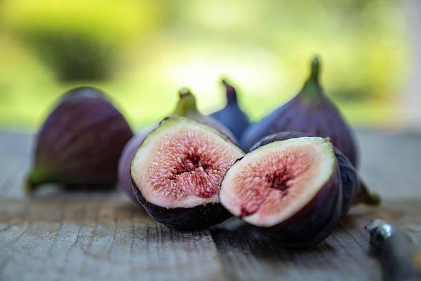 Violette de Bordeaux fig cross section stock photo