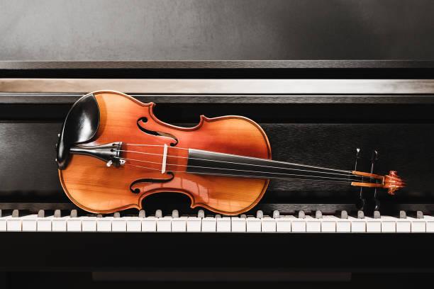 Violine und Klavier. klassische Musik. – Foto