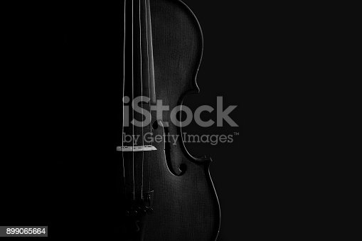 istock Violin black and white artistic conversion with rim lighting 899065664