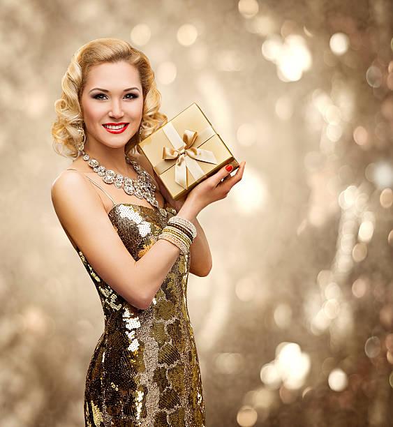 vip woman present gift box, retro lady gold sparkling dress - promi schmuck stock-fotos und bilder