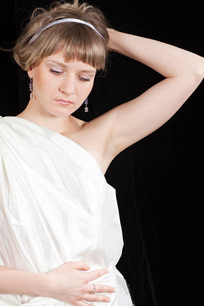 virgin: schöne junge frau mit toga - toga kostüm stock-fotos und bilder