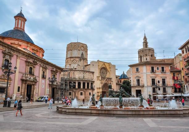 virgin plein (plaza de la virgen) in het centrum van valencia, spanje - valencia stockfoto's en -beelden
