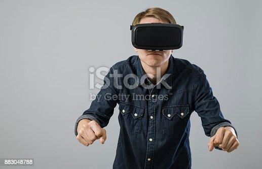 istock Virtual reality experience 883048788