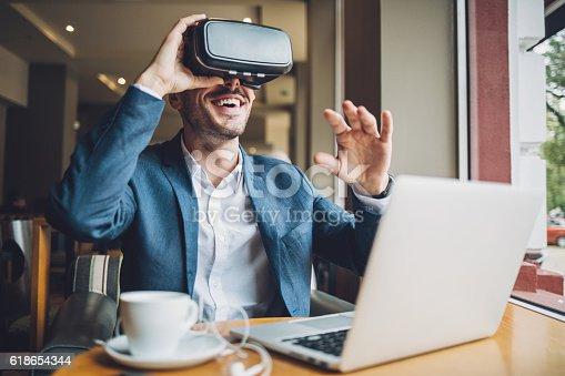 istock Virtual reality 618654344
