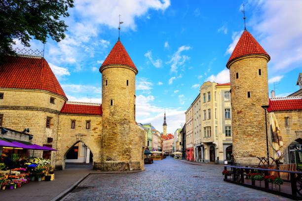 viru kapısı, eski şehir tallinn, estonya - estonya stok fotoğraflar ve resimler