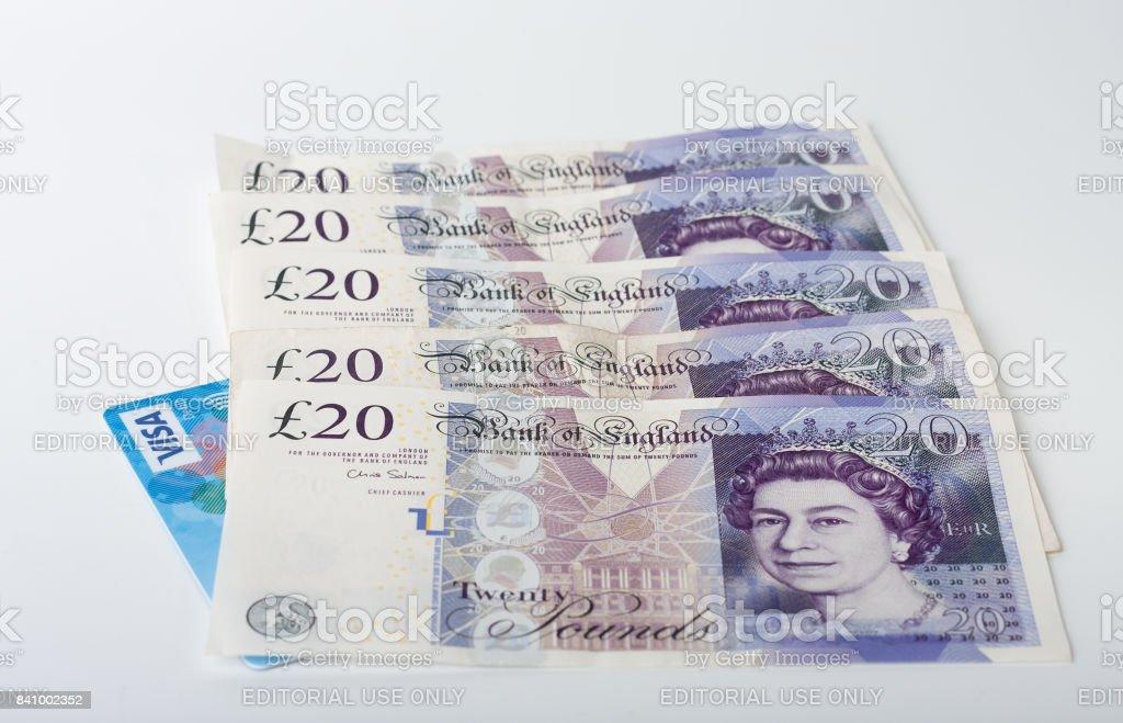 Carte Visa Angleterre.Photo Libre De Droit De Carte Visa Et 100 Livres Sterling Sur Fond