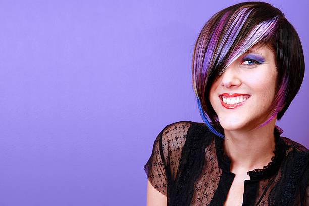 vision in violett - haarverlängerungsstile stock-fotos und bilder