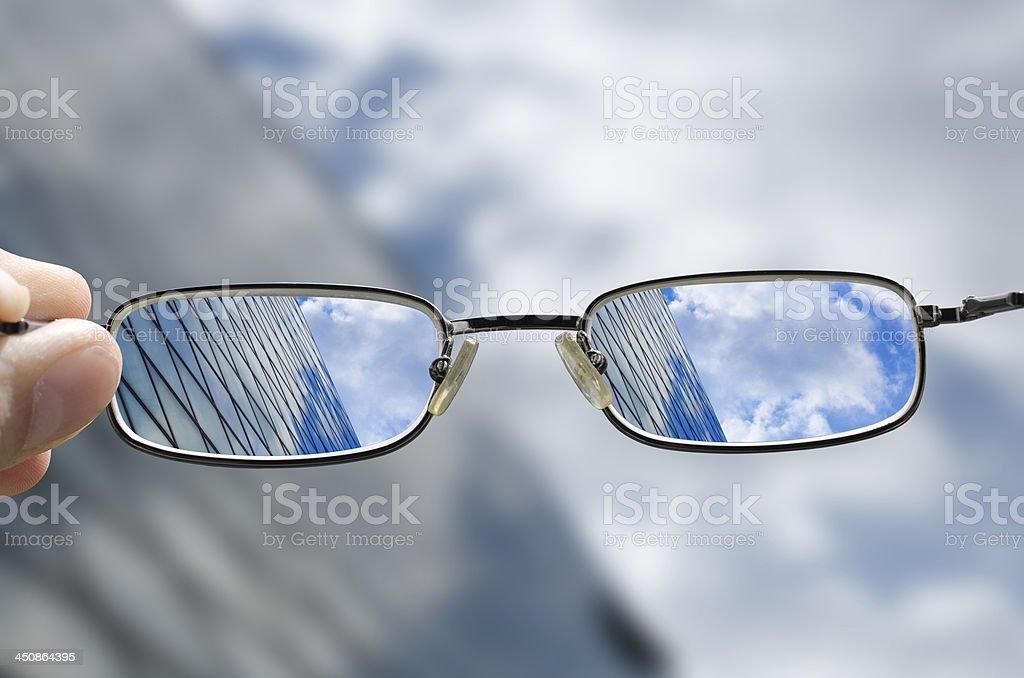 vision von einem Glas business-Gebäude mit Brille – Foto