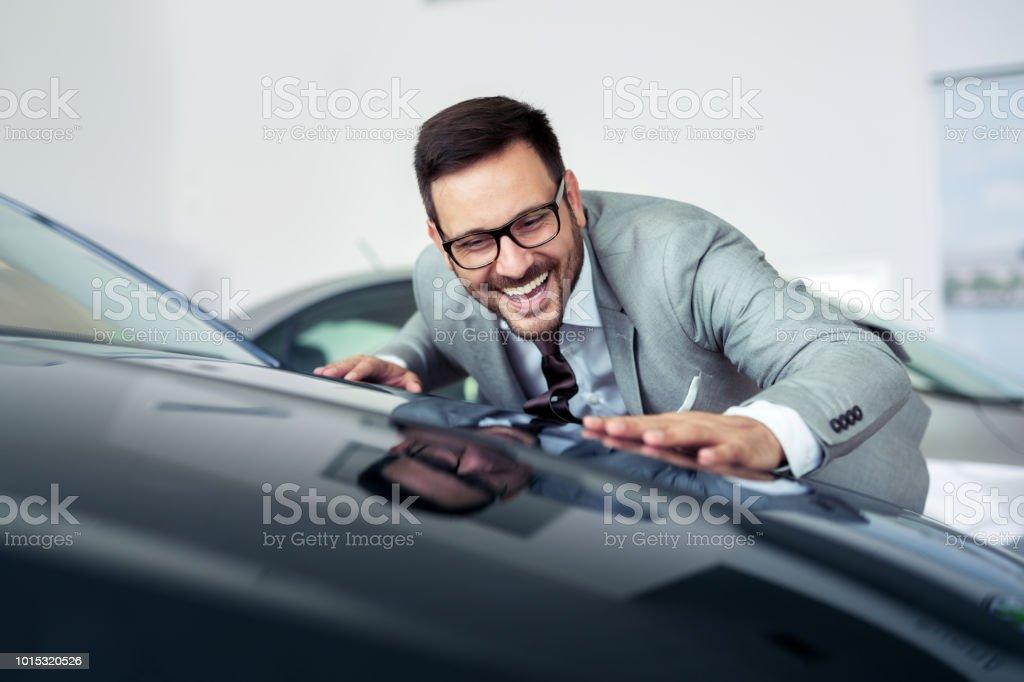Autohaus zu besuchen - Lizenzfrei Anzug Stock-Foto