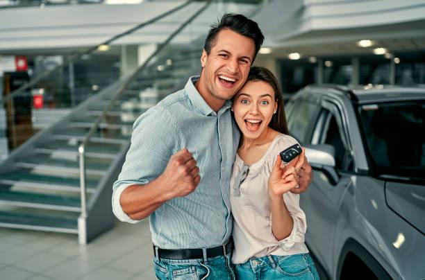 concesionario de coches de visita. - comprar fotografías e imágenes de stock
