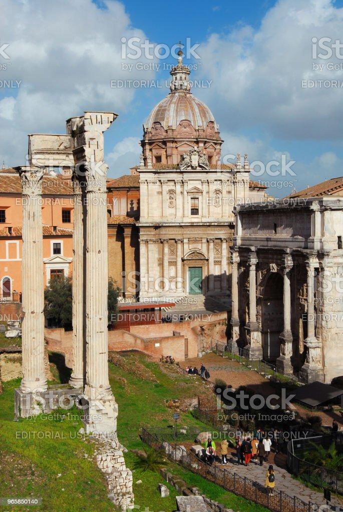 Visiting Roman Forum - Стоковые фото Антиквариат роялти-фри