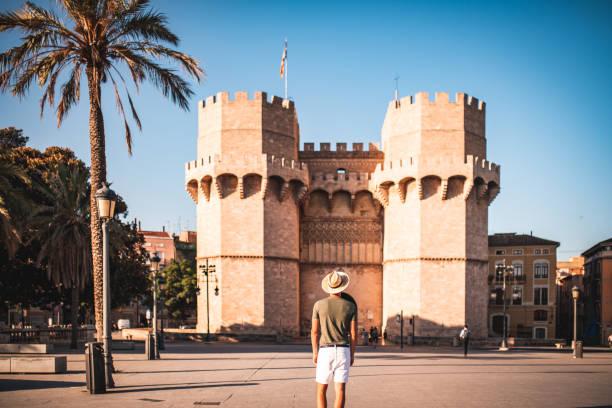 een bezoek aan spanje - valencia stockfoto's en -beelden