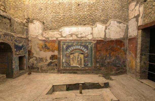 besuchen die antiken ruinen von herculaneum bei sonnenuntergang überschattet von den vesuv, unesco-weltkulturerbe, ercolano comune, campania, italien, europa - demographie deutschland stock-fotos und bilder