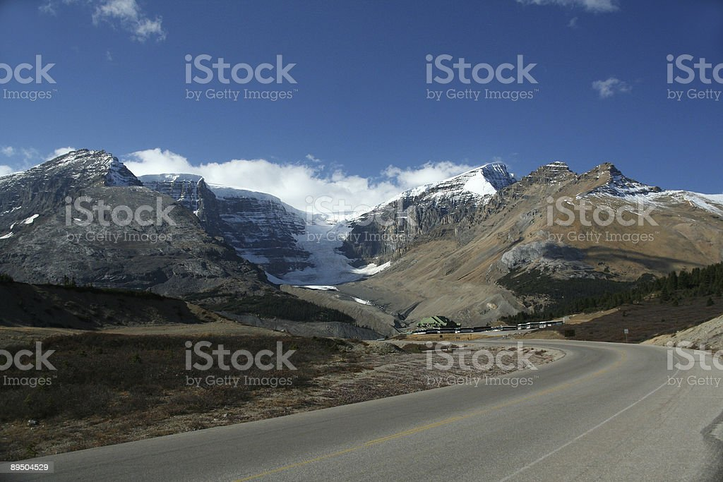 Visitor center, Mountains and lateral moraine royaltyfri bildbanksbilder