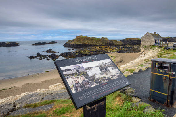 visitor information sign at ballintoy harbor, northern ireland - serie televisiva foto e immagini stock