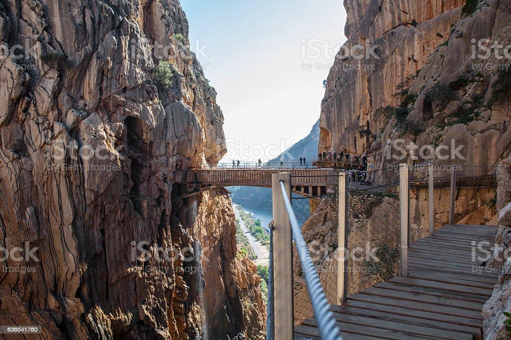 Visitors crossing the suspension bridge at Caminito del Rey Path – Foto
