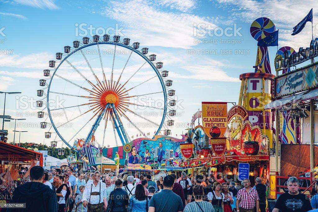 Visitors Walking Through Oktoberfest Fairgrounds, Munich, Germany - foto de stock