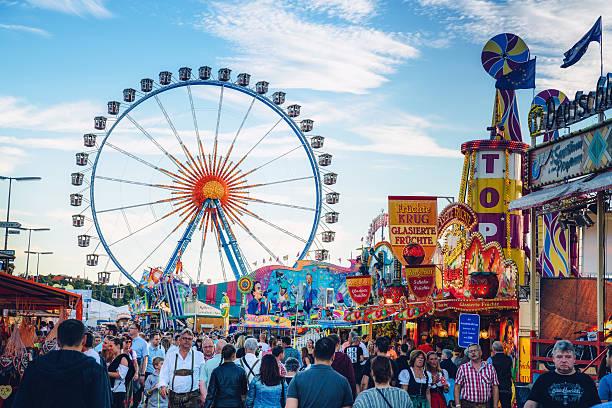 Visitors Walking Through Oktoberfest Fairgrounds, Munich, Germany – Foto
