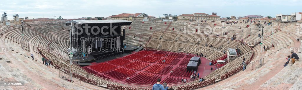 Visitors watching workers who are preparing Arena di Verona - foto stock