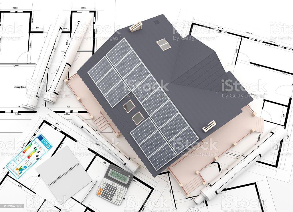 Vista cenital de casa con paneles solares. stock photo