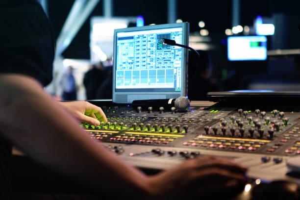 visuell och ljud blandare för montage och produktion vid live events - audioutrustning bildbanksfoton och bilder